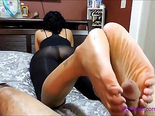 ebony babe with big feet giving footjob
