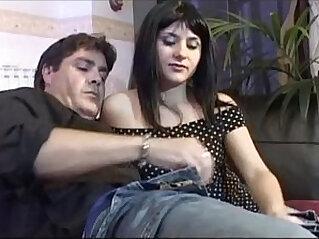 Ragazza italiana troia scopata da uomo maturo italian porn girl slut
