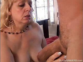 Mature BBW gives a great blowjob