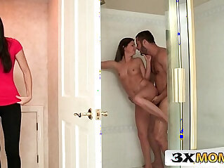 Mom vs Teen Sharing Cock in the Bathroom India Summer, Hope Howell